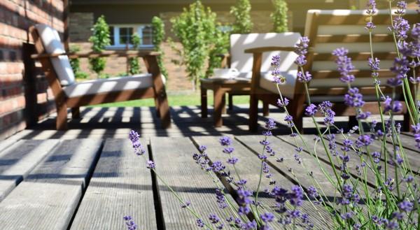 Terrassengestaltung-Ideen-Wie-der-Aussenbereich-sch-ner-wird_4800x2632_12102020